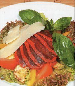 Salat-s-basturmoj-i-balzamicheskoj-zapravkoj