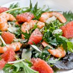 Salat-s-krevetkami-i-grejpfrutom